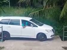 Indiase parkeerkoning leeft op het randje