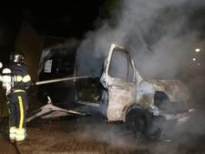 Bestelbusje in vlammen op aan Scheldestraat in Den Bosch