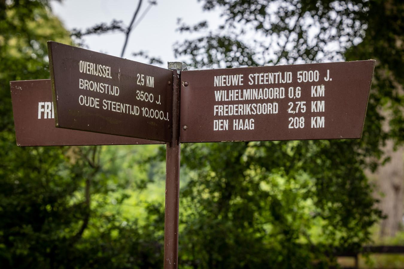 Naar Den Haag is het een ruime 200 kilometer reizen vanaf Wilhelminaoord.