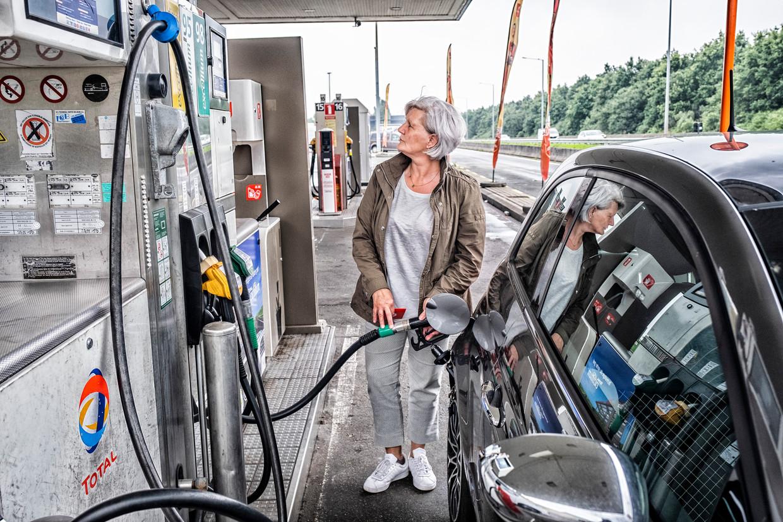 Met het nieuwe plan zullen de brandstofprijzen - dus ook die aan de pomp - de hoogte ingaan, politiek ligt dat erg gevoelig.  Beeld Tim Dirven