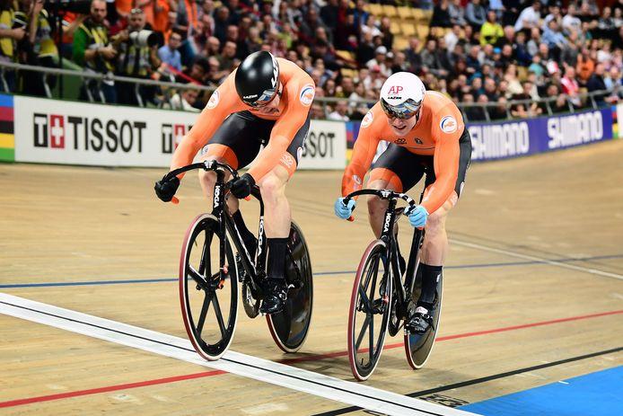 Jeffery Hoogland en Harrie Lavreysen in de finale van de individuele sprint tijdens het WK van afgelopen maart.