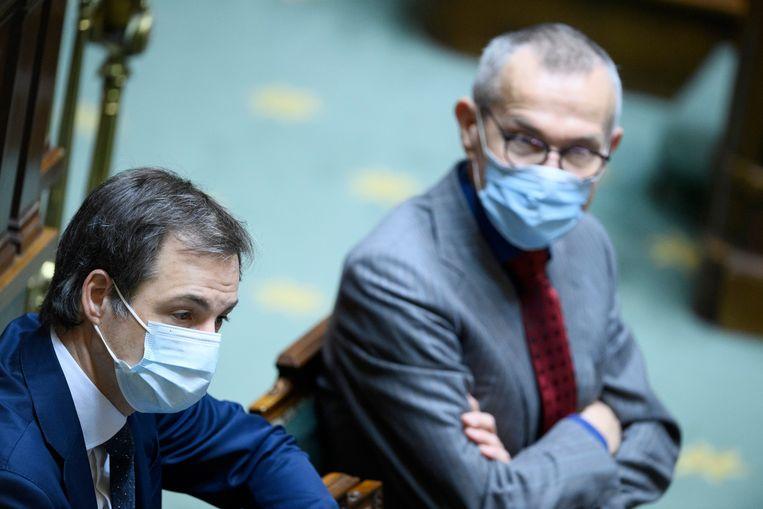 Premier Alexander De Croo (Open Vld) en federaal minister van Volksgezondheid Frank Vandenbroucke (sp.a) vandaag in het parlement Beeld Photo News