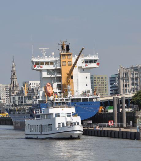 Antwerpse rondvaartboot botst tegen kade: 11 gewonden