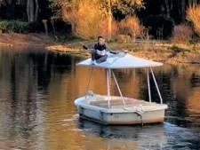Jongen springt van brug op Efteling-bootje: attractie stilgelegd, beveiligers grijpen in