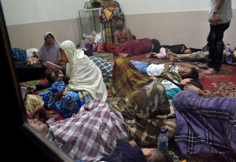 Bewoners van Pandeglang, een van de zwaarst getroffen gebieden, kunnen terecht in een moskee nadat de tsunami een enorme ravage aanrichtte.