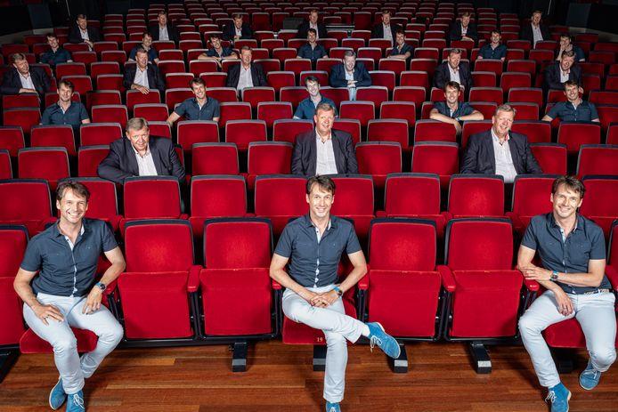 Theater Flint houdt in april drie voorstellingen in de grote zaal op 1,5 meter. Directeur Harold Warmelink en programmeur Franklin van Liempt laten zien hoe dat eruit ziet.