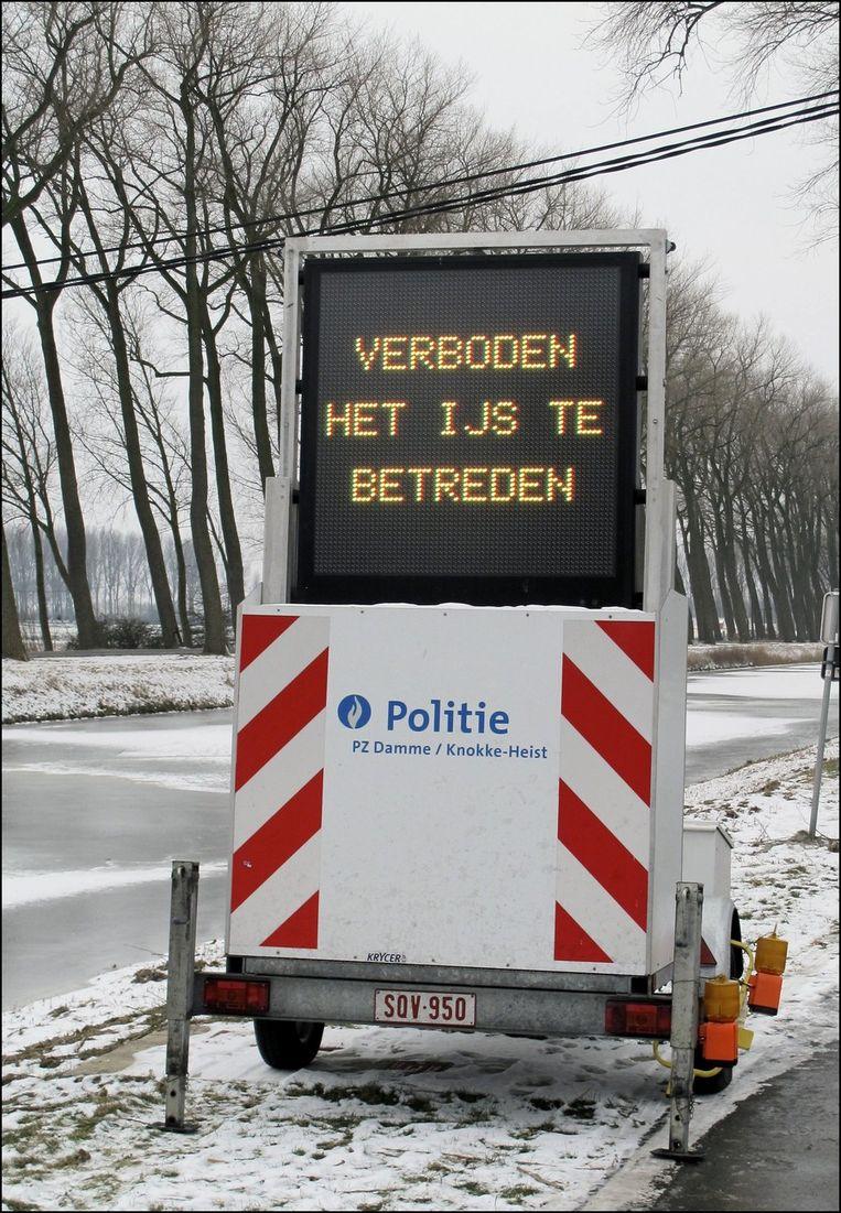 Op de Damse vaart was schaatsen nog steeds verboden. Beeld PHOTO_NEWS