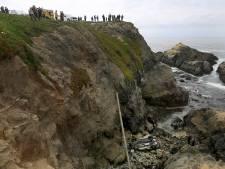 Des touristes assistent, stupéfaits, à la chute mortelle d'une mère et de sa fille