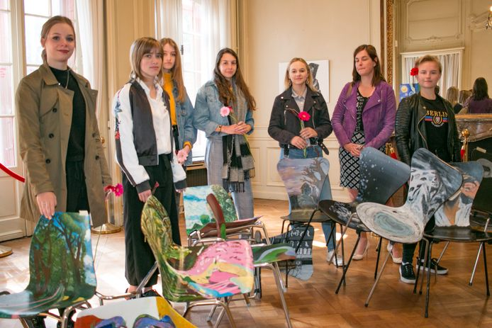 Jongeren van Portus Berkenboom stellen tentoon in de Salons, wat deze maand opnieuw gebeurt, ook als alternatief voor de traditionele opendeurdagen op school.