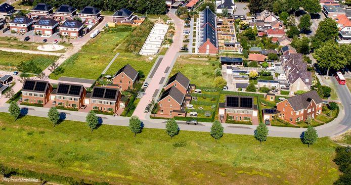 Het Weggeler, een van de weinige grote nieuwbouwlokaties in Almelo maar de woningrij aan de voorzijde is geschrapt.