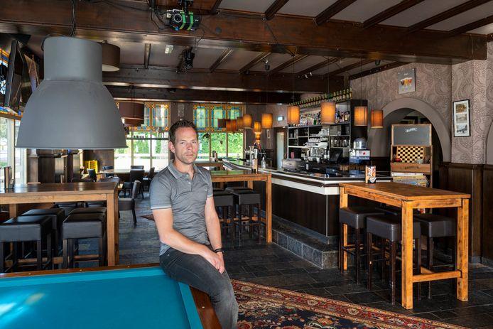 Gendt, 3 september 2021. Roy Wiltink van Cafe De Klok heeft nog steeds te lijden van de regels rondom corona . Foto: Gerard Burgers