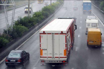 Eén druppel regen en inhalen is verboden: dit jaar nog 14 camera's om truckers te bestraffen