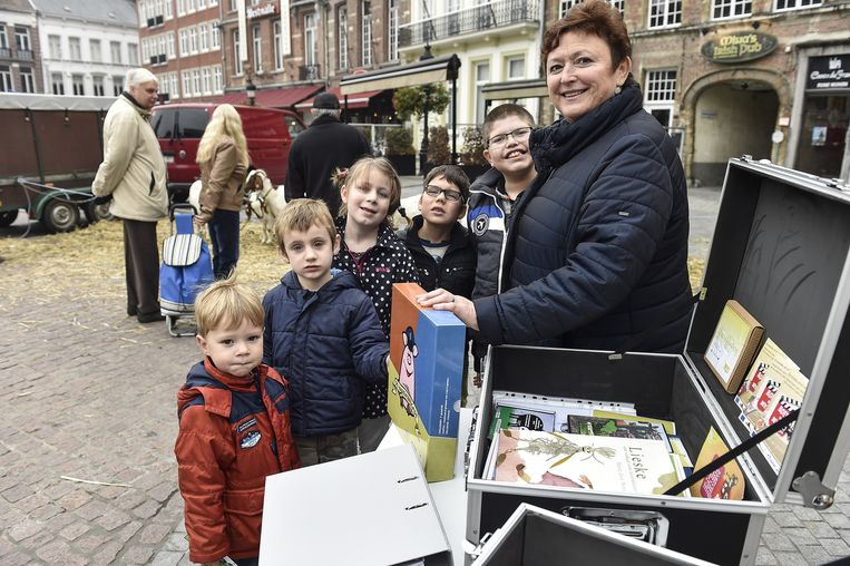 De plattelandskoffer wordt voorgesteld op de jaarmarkt.