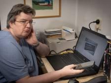 Hacker neemt Deja's computer in Zwolle over waar ze bij zit: weg erfenis