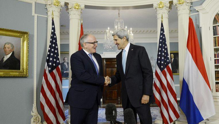 Minister van Buitenlandse Zaken Timmermans op bezoek bij zijn Amerikaanse collega John Kerry. Beeld EPA