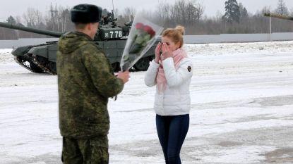 Enkel in Rusland: tanks vormen hart voor huwelijksaanzoek van soldaat