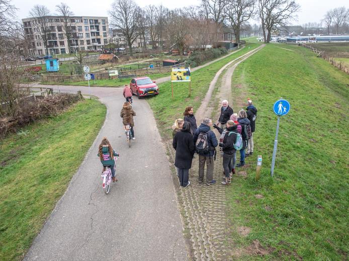 Tijdens het OnzeDijk ontwerpfestival gingen bewoners met het ontwerp van de dijk aan de slag.