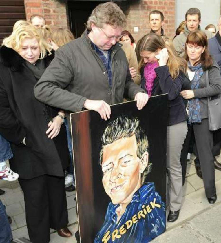 Kuurne-Brussel-Kuurne begon met een eerbetoon aan de overleden Frederiek Nolf. Beeld UNKNOWN