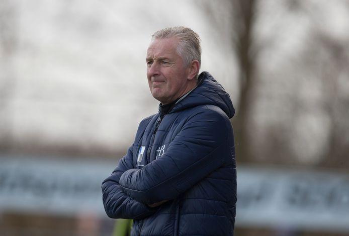 Jos Heutinck, assistent-trainer van Grol, werd tegen Wijhe'92 in blessuretijd genekt door zijn eigen zoon Bas.