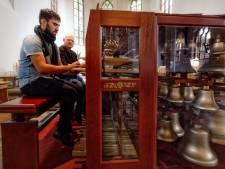 Beiaardier Joost probeert nieuwe aanwas te vinden op Jacob van Eyck Festival in Heusden