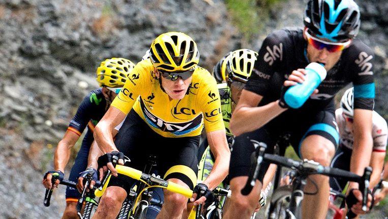 Het ideale plaatje; Wout Poels op kop, Chris Froome in zijn spoor. 'Ik zou natuurlijk wel een keer voor eigen kans willen gaan in de Giro of de Vuelta. Beeld Klaas Jan van der Weij