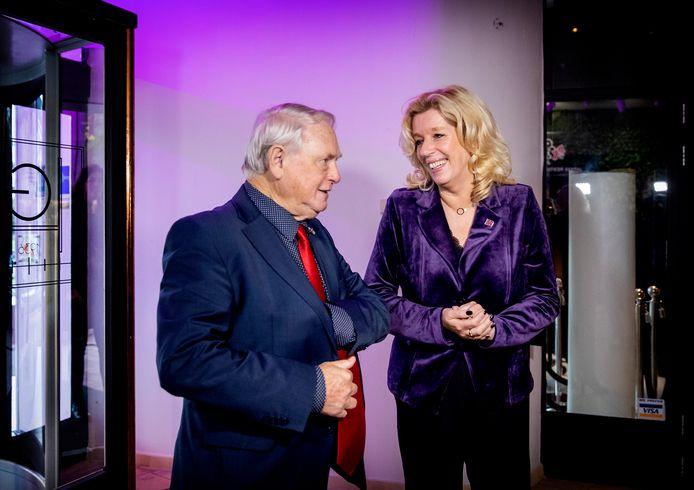 Liane den Haan bij haar presentatie als de nieuwe leider van 50PLUS, samen met partijvoorzitter Jan Nagel. De afgelopen weken vlogen ze elkaar in de haren.