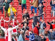 Fans en spelers vieren officieus kampioenschap Ajax bij parkeerdek Arena