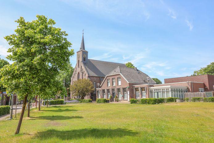 De Servatiuskerk en gemeenschapshuis de Hazenpot in  Boerdonk