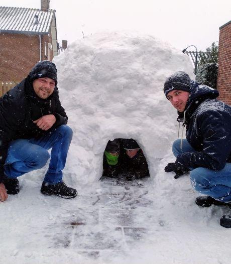 Iglo's bouwen, een sneeuwpop maken en met de hond op pad: De Liemers geniet volop van de sneeuw
