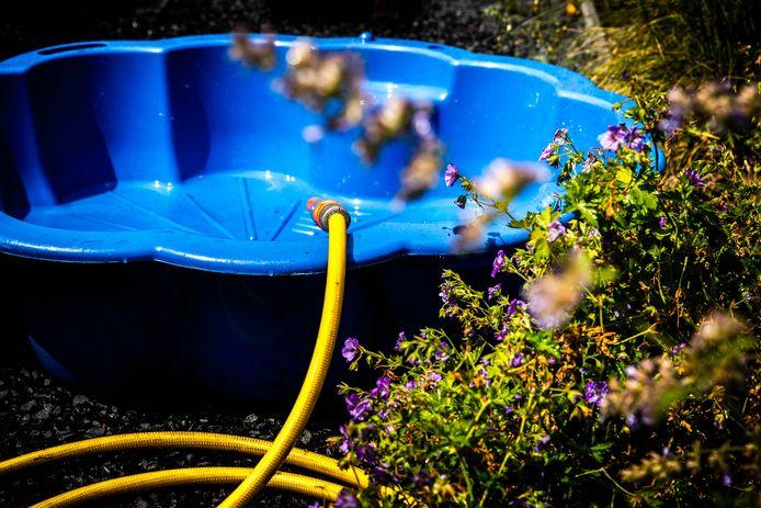 Het zwembadje in de tuin hoeft nog niet definitief naar binnen in Oost-Nederland: meteorologen voorspellen dat het de komende acht dagen zomers warm kan worden. ,,September krijgt waarschijnlijk meer zomerse dagen dan augustus,'' meldt Weerplaza.