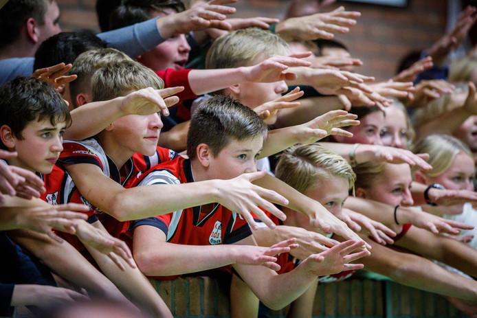 Enthousiasme bij de Grifte-side tijdens de eerste zaalwedstrijd van het seizoen.