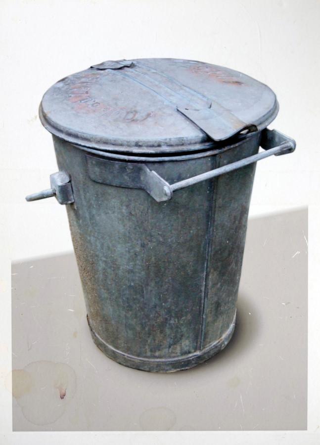 In Kamp Haaren dienden vuilnisbakken als wc.