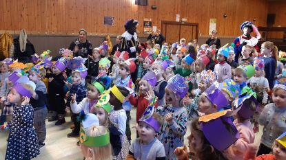 Sinterklaas en Pipo & Pipette op bezoek in basischool De Oogappel
