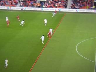 Gejoel en spottend gelach: VAR heeft liefst zeven minuten nodig om offside te zien via 3D-lijn