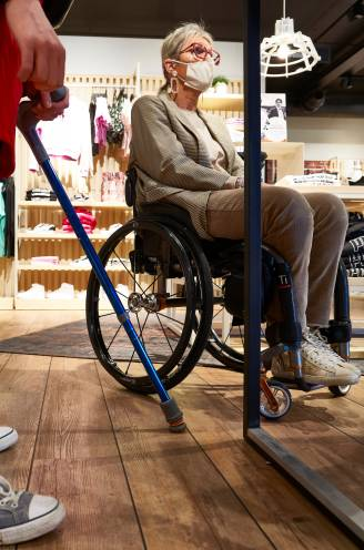 """Kledingketen ZEB gaat 71 winkels aanpassen voor mensen met beperking: """"Onbezorgd shoppen, dat zit er voor ons nooit in"""""""