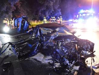 Twee zwaargewonden en enorme ravage op E17 na ongeval met twee auto's en vrachtwagen