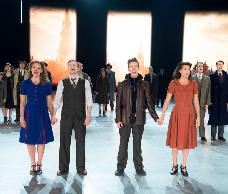 De cast van '40-45', met onder andere Line Ellegiers, Jelle Cleymans, Jonas Van Geel en Nathalie Meskens, is nog lang niet uitgezongen.