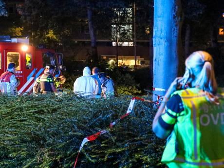 Zwaargewonde bij schietpartij Capelle, politie onderzoekt link met brandende auto