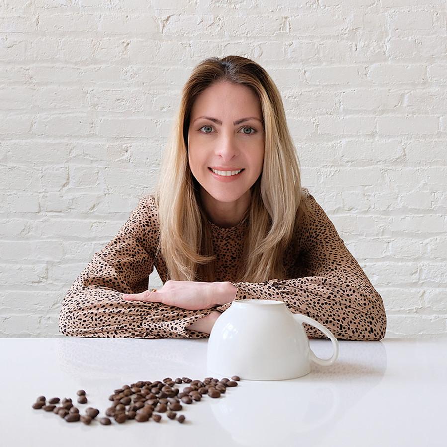 Annelise Scholl komt uit Costa Rica. Haar bedrijf maakt directe, eerlijke handel mogelijk tussen branders in Nederland en koffieboeren in het Centraal-Amerikaanse land, onder wie als eerste haar schoolvriend Fernando Altmann.