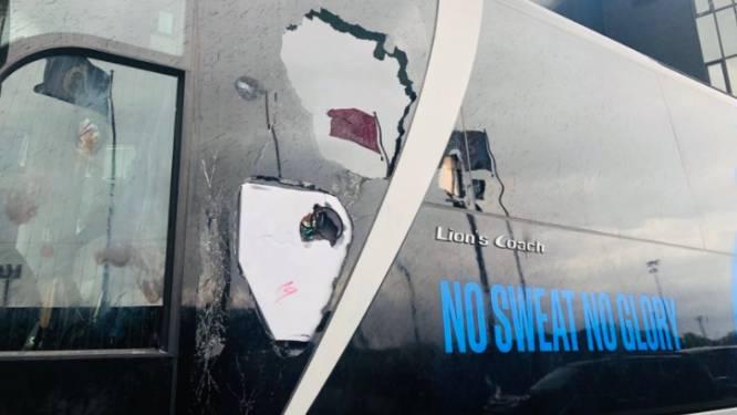 Brokken bij de kampioen: zijkant van bus beschadigd tijdens feestgedruis