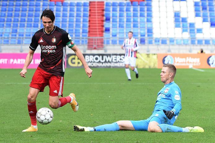 04-10-2020: Voetbal: Willem II v Feyenoord: Tilburg Soccer Eredivisie season 2020-2021 L:R Steven Berghuis of Feyenoord,goalkeeper Robbin Ruiter of Willem II