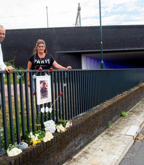 Verongelukte Nick krijgt in Zutphen een gedenkplaat: 'Eindelijk hebben we rust'