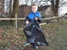 Mees (4) maakt Waspik schoner: 'Hij is vastbesloten: hij wil de natuur redden'