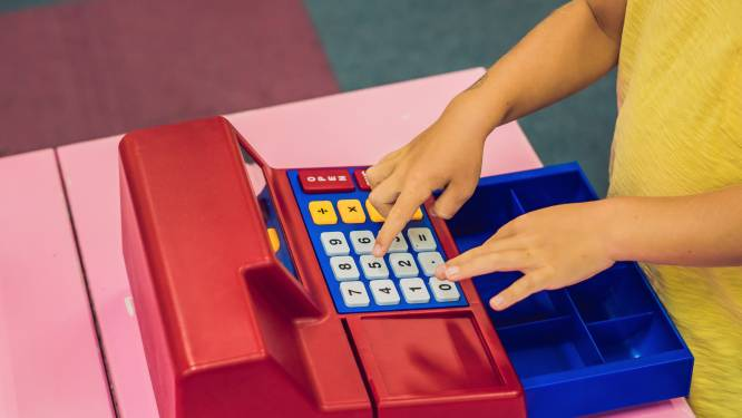 """""""Wanneer laat ik mijn kind experimenteren met betaalapps?"""": financieel expert beantwoordt 6 verrassende vragen van ouders over zakgeld"""