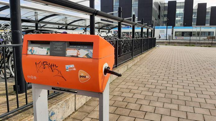 De dildoplakker heeft dit keer toegeslagen bij het treinstation in Doetinchem.