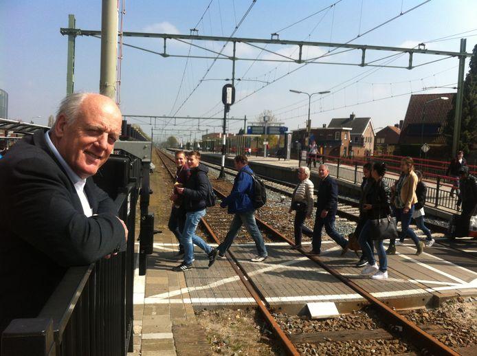 Wethouder Willem Starreveld op het station in Rijen. Archieffoto BN DeStem