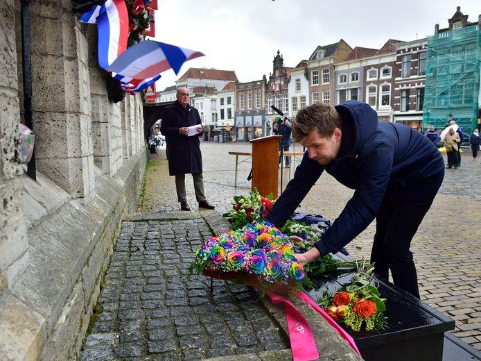 Ook namens de Regenboog Alliantie werd op 4 mei tijdens Dodenherdenking een krans gelegd.