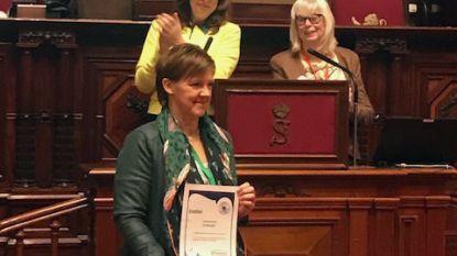Els Van Hoof (CD&V) gehuldigd als Vredesvrouw
