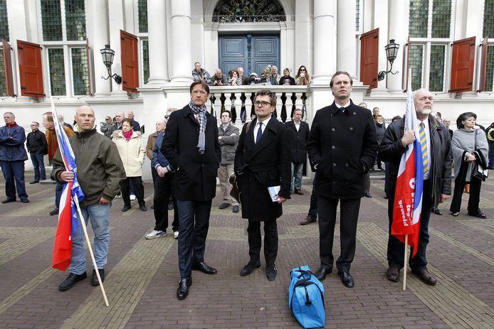 Joost Eerdmans, tweede van links, tijdens de herdenking van Pim Fortuyn op de Pim Fortuynplaats