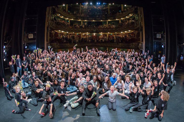 De jongeren van Let's Go Urban tijdens een voorstelling in de Antwerpse Bourla. Beeld Jonathan Ramael